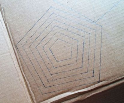 Luminária-Feita-de-Caixa-de-Papelão-Passo-a-Passo-4