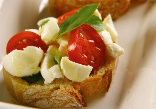 receita-bruschetta-de-tomate-e-mussarela-de-bufala
