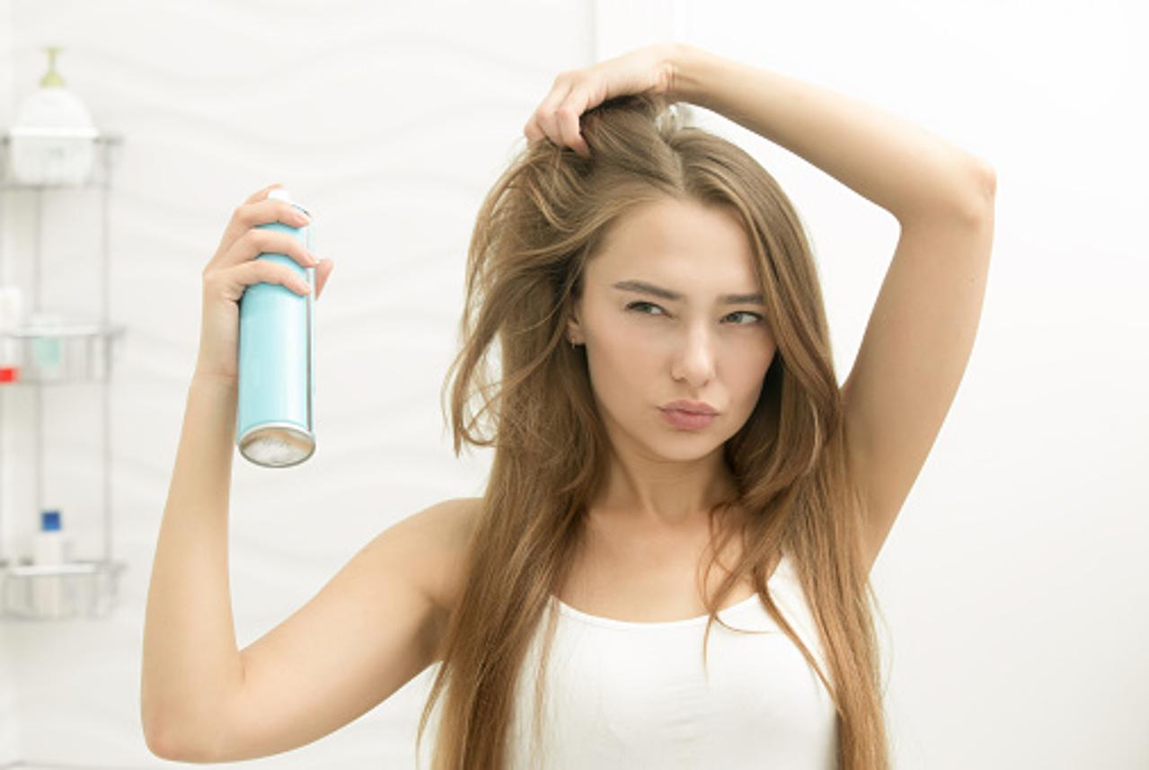 10 usos inusitados e práticos para o spray de cabelo - pitacos e achados 2