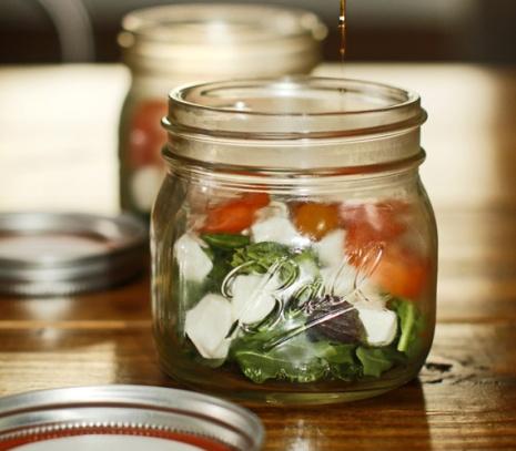 caprese-salad-in-a-jar