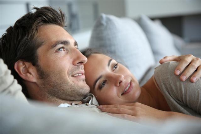 Resultado de imagem para casal carinhoso e feliz