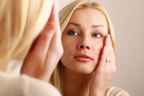 applying-eye-cream
