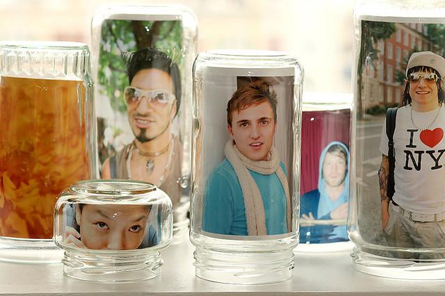 PORTA RETRATO de vidro de azeitona papinha com fotos por dentro