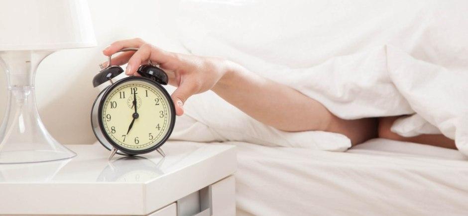 Dicas para conseguir acordar cedo com disposição