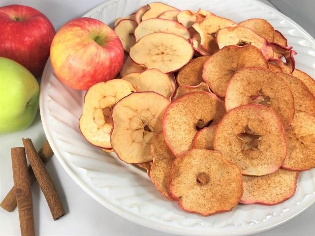 Aprenda a fazer chips naturais de legumes para servir como aperitivo - chips de maça - blog pitacos e achados