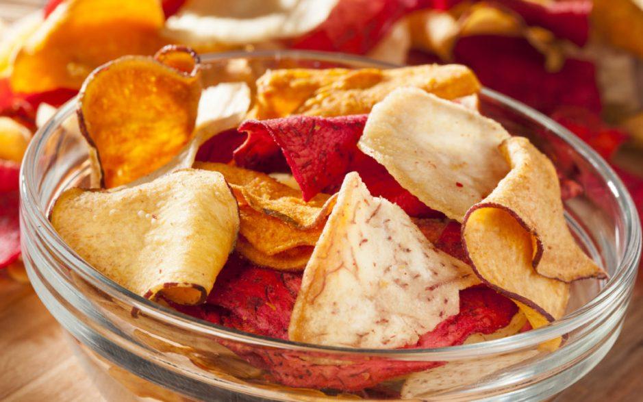 Aprenda a fazer chips naturais para servir como aperitivo