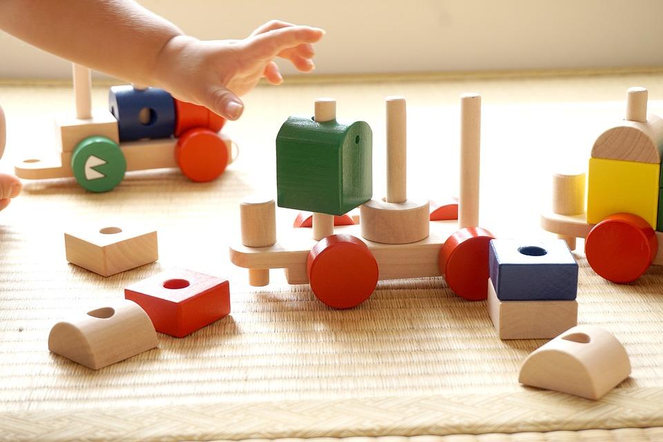 Despertando os sentidos dos pequenos: os benefícios das atividades sensoriais