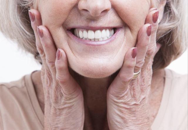 10 sinais corporais que não podem ser ignorados - manchas no dente - pitacos e achados