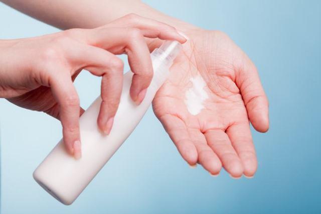 10 sinais corporais que não podem ser ignorados - mão ressecada - pitacos e achados