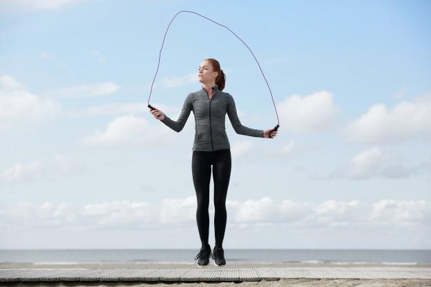 Volte a pular corda: descubra os benefícios do exercício