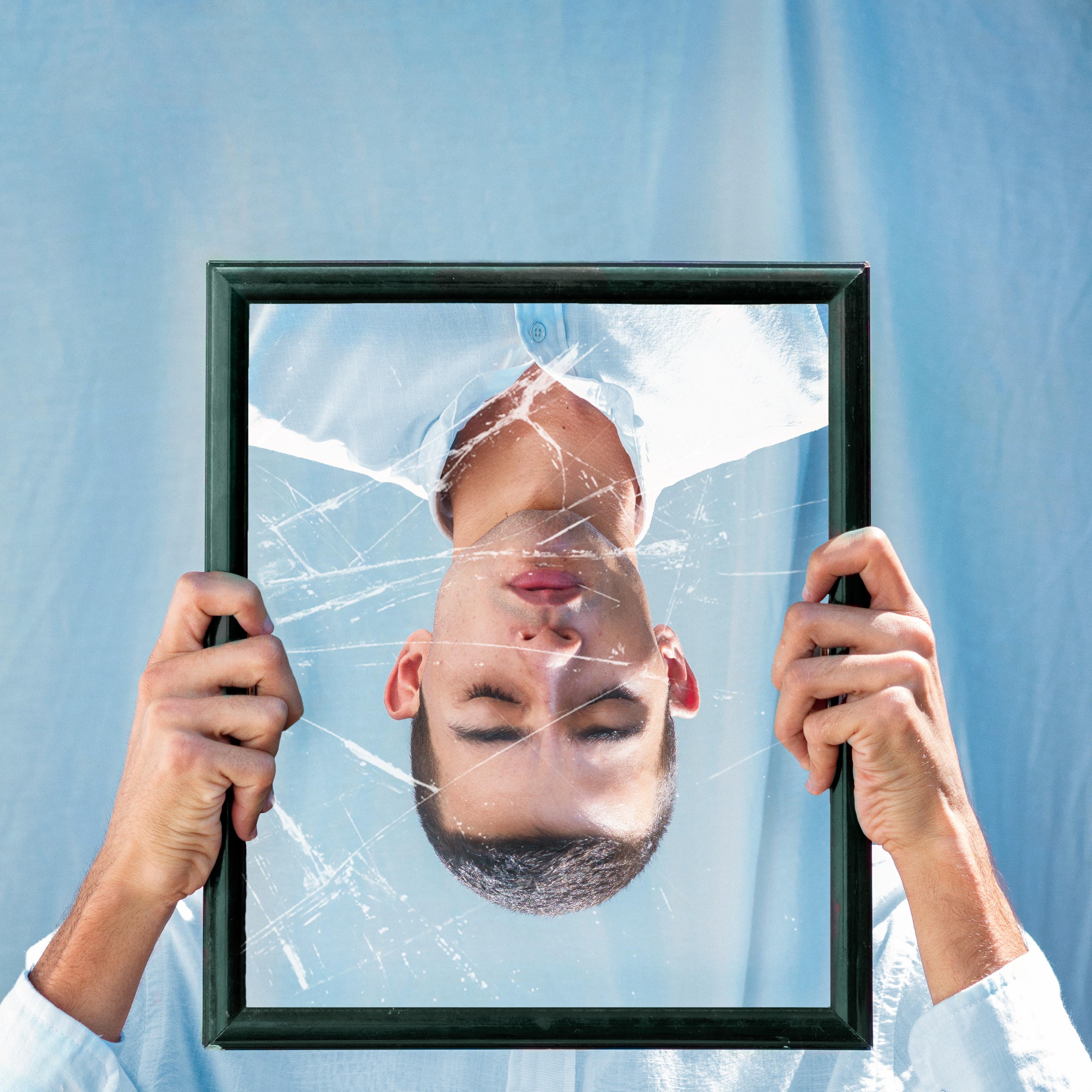 O ego a grande armadilha de julgar os outros - pitacos e achados