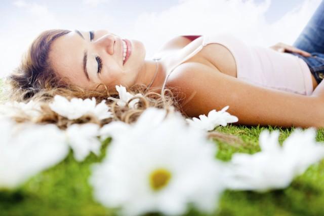 woman-spring-flowers